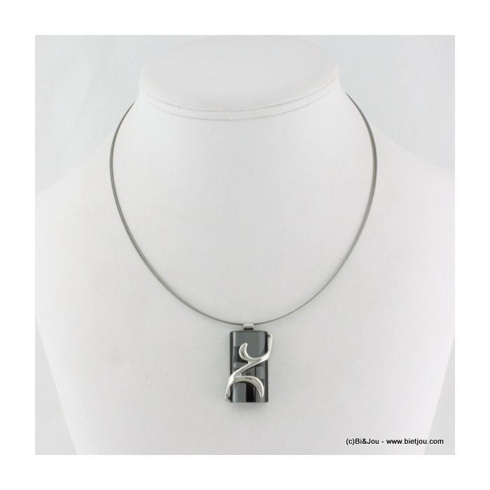 collier pendentif rectangulaire avec courbes argentées
