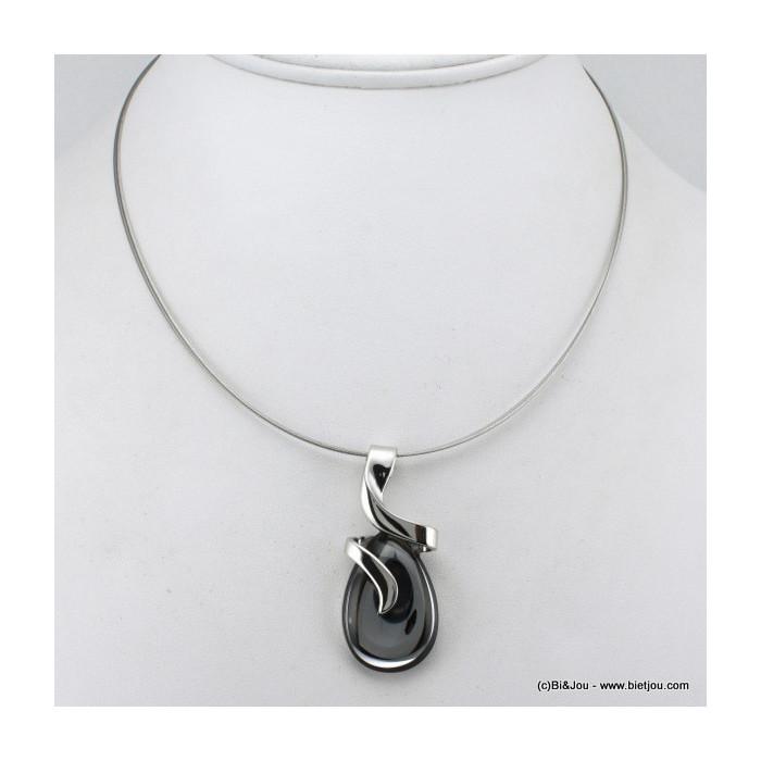 collier pendentif ovale attaché par une branche en forme de courbe