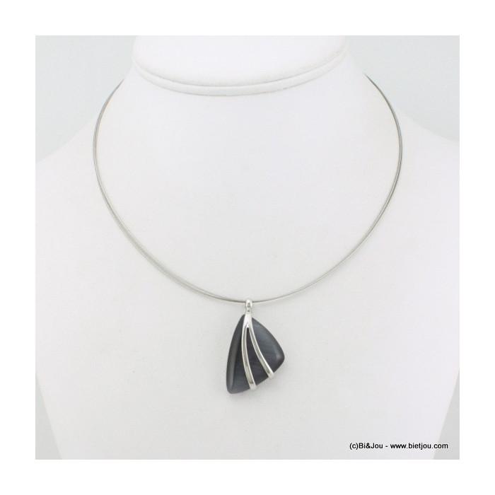 Collier pendentif triangulaire oeil de chat avec deux branches métal sur le devant