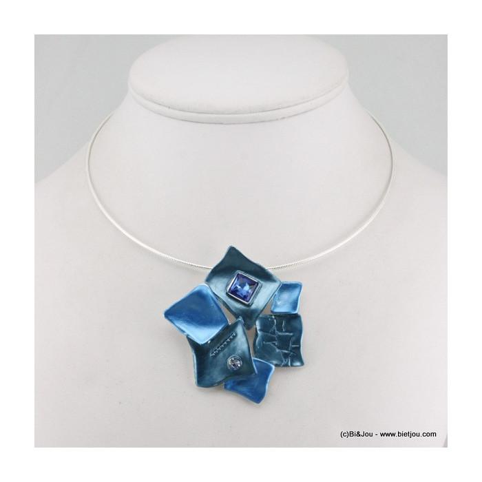 Collier sur maille avec pendentif en métal et émail à 6 carrés déformés et deux strass