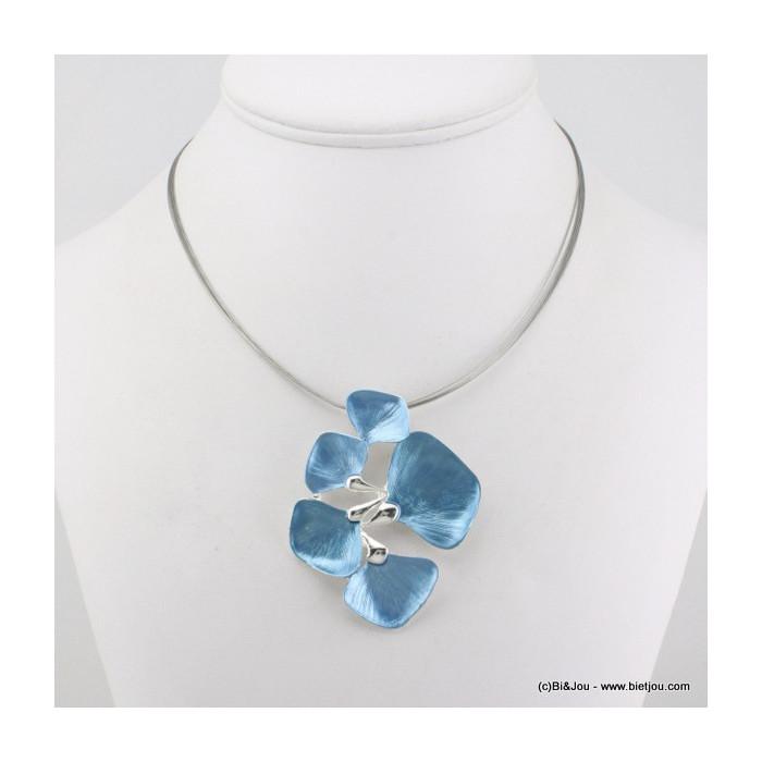 Collier sur câble avec pendentif en métal et émail en forme de fleur