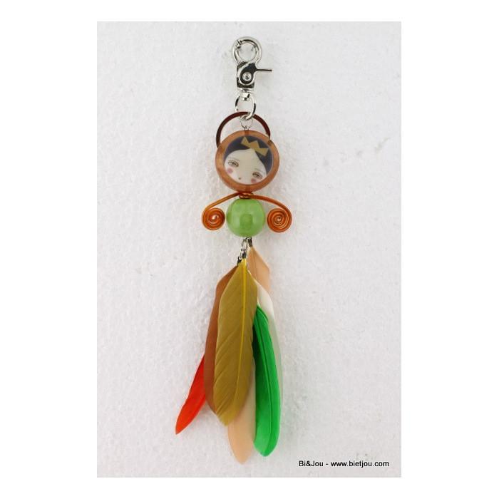Bijou de sac poupée et plumes