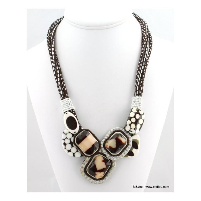 Collier en polyester, perle de rocaille et résine