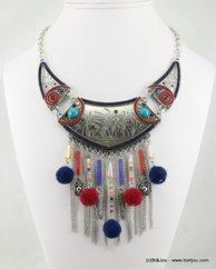 collier plastron antique pompon 0116592